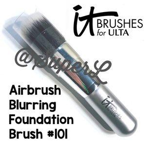 🧸 2/$15 IT Airbrush Blurring Foundation Brush 101